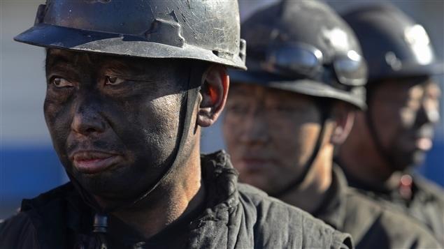 Des mineurs chinois. La Chine veut tourner le dos au charbon dès 2020.