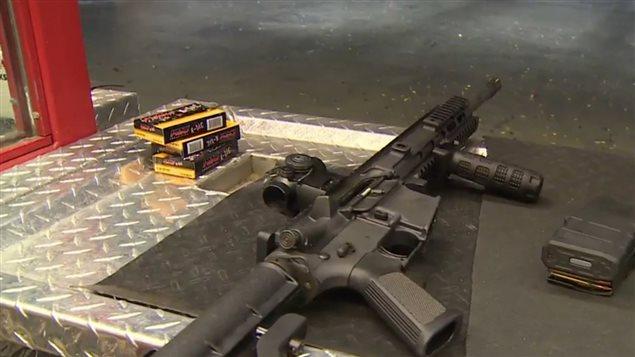 Des corps policiers un peu partout au pays se sont équipés de ces fusils d'assaut, notamment à la suite de la tuerie à Moncton au Nouveau-Brunswick en 2014 durant laquelle trois agents de la GRC avaient perdu la vie.