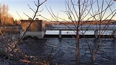 La Ville de Québec envisage de payer elle-même le raccordement des fosses septiques de Stoneham aux égouts pour protéger l'eau du lac Saint-Charles. Réaction du maire de Stoneham, Robert Miller.