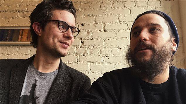Caithrin Rintoul et Antonin Mousseau-Rivard discutent de l'utilité de l'application Provender pour les producteurs et les restaurateurs.