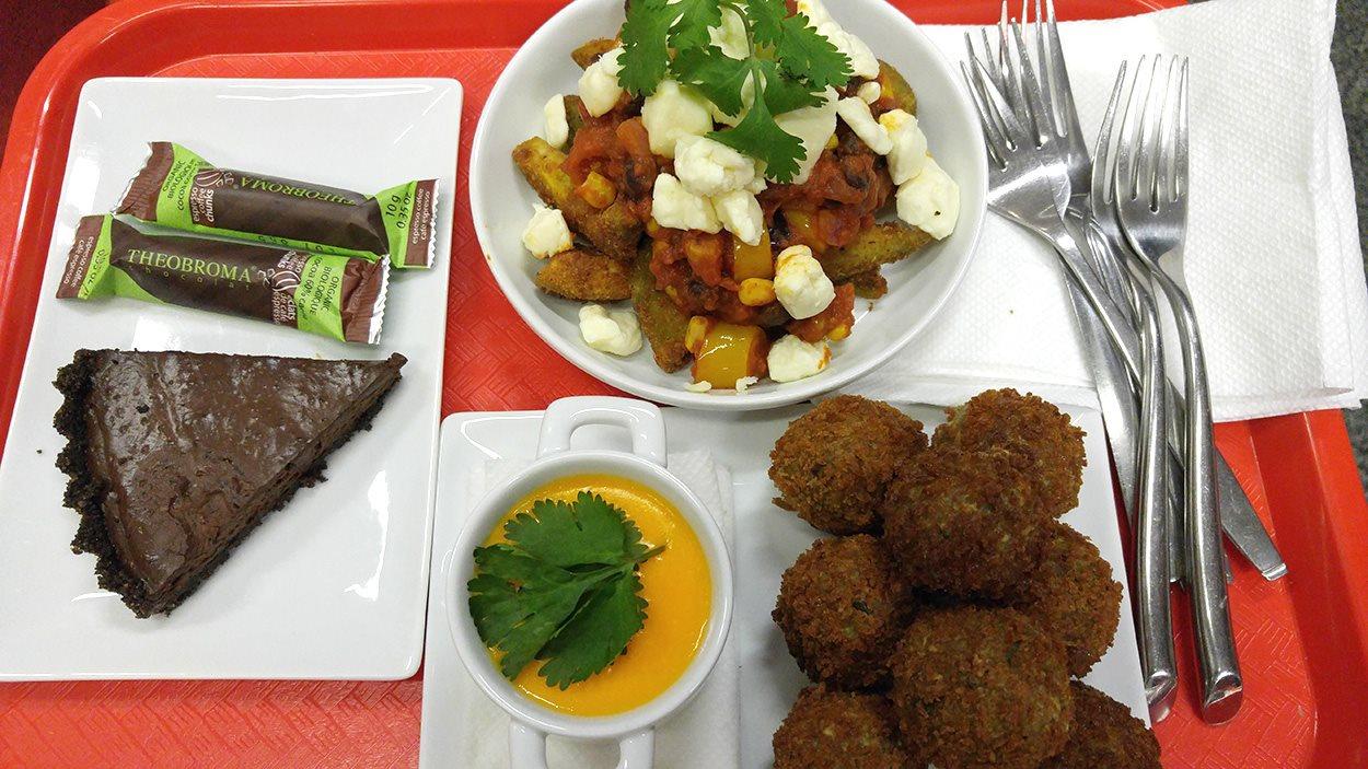 La poutine, les croquettes végétariennes et la tarte au chocolat de Bob le Chef