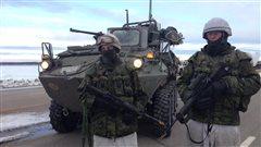 Des militaires prennent part à un exercice hivernal