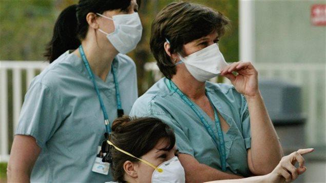 Au Québec, le ministère de la Santé veut former d'ici 8 ans 2000 infirmières praticiennes spécialisées, ce qui est impossible selon madame Déry si la province n'en forme qu'une cinquantaine par année.
