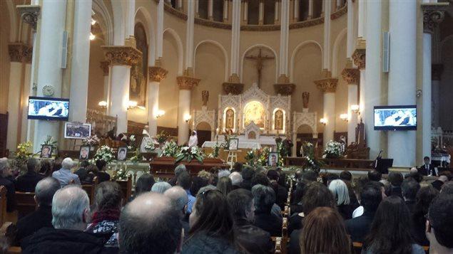 L'église Saint-Sacrement était pleine à craquer pour les funérailles de la famille Carrier