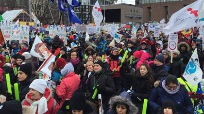 Manifestations à travers le Québec contre les coupes dans les CPE