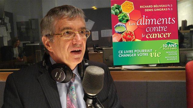 Richard Béliveau coauteur avec Denis Gingras du livre <em>Les aliments contre le cancer</em>