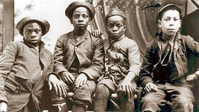 Jeunes garçons noirs