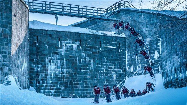 Un skieur sur les fortifications de Québec