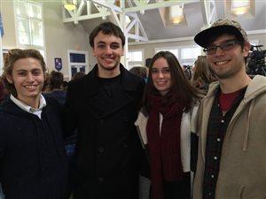 Drew Smiley (2e à partir de la gauche) et ses amis.