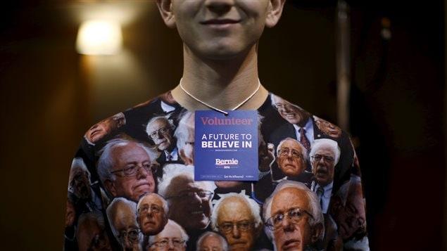 Un b�n�vole de l'�quipe de Bernie Sanders.