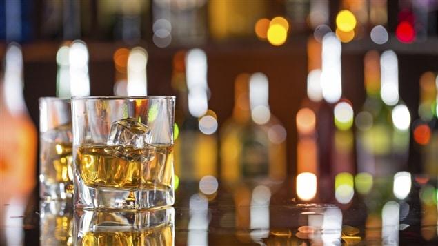 Des verres d'alcool