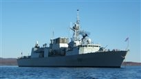 Une frégate canadienne en mer Égée pour chasser les passeurs