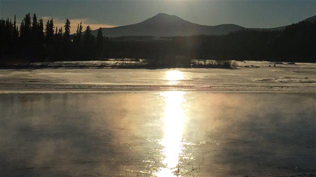 fleuve Yukon en hiver au soleil