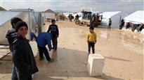 Les camps de Syriens déplacés se multiplient à la frontière turque