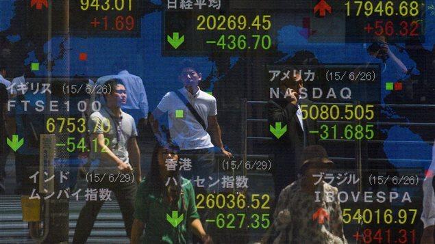 Les Bourses asiatiques ont amplifié leurs pertes, après une semaine «noire» sur les marchés mondiaux;