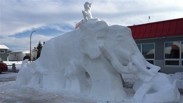 Le chef d'oeuvre 2016 de Laval Bergeron, une sculpture sur neige inspir� de la th�matique Le cirque Isidoria du Canaval de Saint-Isidore