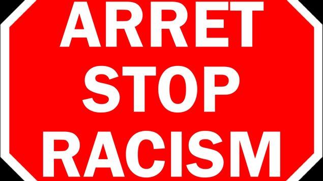 Logo des ateliers Arrêt/Stop Racism, du conseil multiculturel de la Saskatchewan