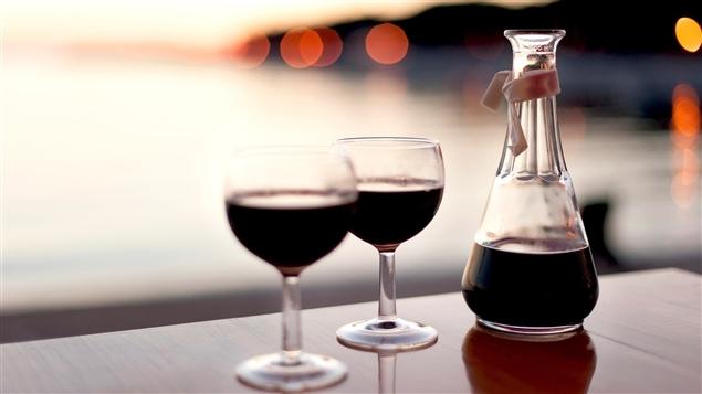 Il se consomme beaucoup plus de vin rouge que de blanc.