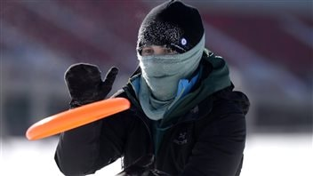 A participant in the Mad Trapper Snowshoe Ultimate Frisbee tournament in Ottawa on Feb. 14, 2016 was undaunted by extreme cold warnings and wind chills of -35 to -40 C.