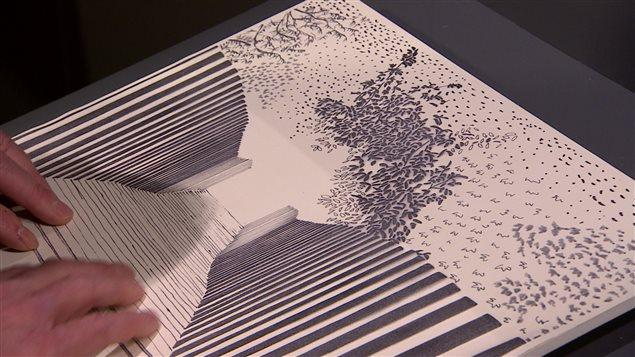 Les visiteurs de l'exposition «Au-delà du regard» sont invités à admirer les photographies avec leurs yeux, mais aussi des versions tridimensionnelles et tactiles de ces mêmes oeuvres.