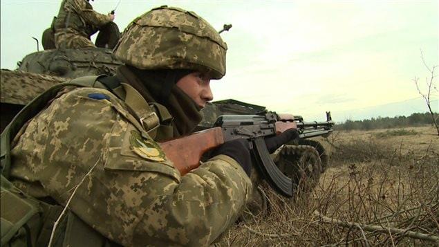 L'armée ukrainienne suit une formation auprès des soldats canadiens.