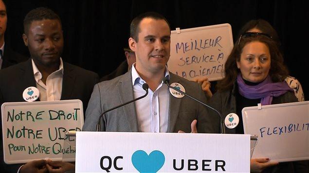 Le directeur général d'Uber Québec, Jean-Nicolas Guillemette, en conférence de presse jeudi matin.