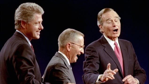 Le candidat démocrate Bill Clinton, l'indépendant Ross Perot et le président républicain sortant George H. Bush, lors d'un débat en 1992.