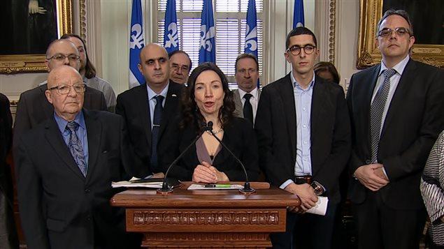 Martine Ouellet a déposé un projet de loi qui recueille l'appui des représentants de l'industrie du taxi.