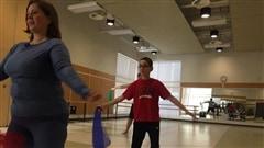 Martine fait une incursion dans un cours d'AER-Autisme : un cours de danse spécialisé pour les enfants autistes.Les cours sont donnés à l'école Espace danse.