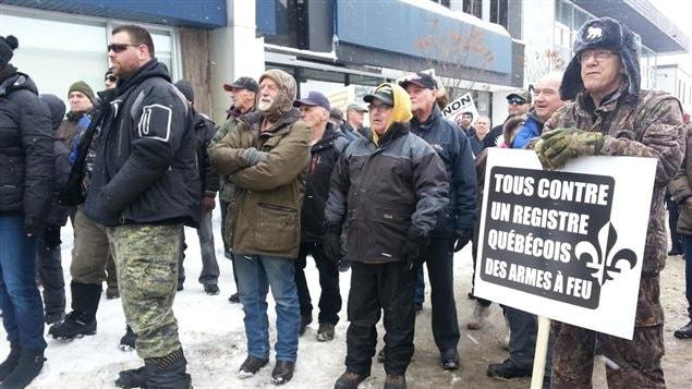Des opposants au registre des armes à feu réunis à Alma