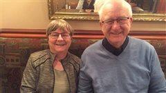 Deux heureux retraités flyés! Rejeanne Audet, coordonnatrice du groupe de Québec et Aimé Dumas, membre et animateur.Ils ont reçu la visite de Martine ce matin!