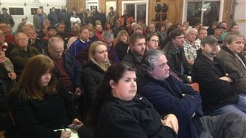 Une centaine de personnes se sont déplacées à la réunion publique à Yarmouth.