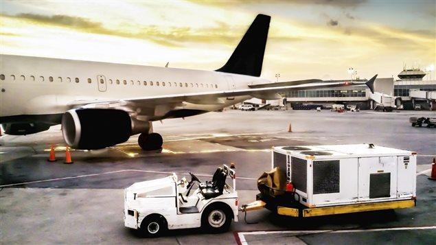 À l'aéroport Pearson de Toronto, le 29 octobre 2011, les passagers d'Austrian Airlines l'ont échappé belle. Une cargaison de piles de lithium-ion a pris feu sur le tarmac, au moment où on s'apprêtait à l'embarquer dans l'avion.