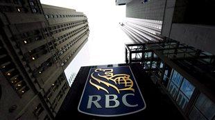 Un logo de la Banque Royale au centre-ville de Toronto.
