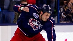 Le colosse bagarreur des Blue Jackets de Columbus Jared Boll.