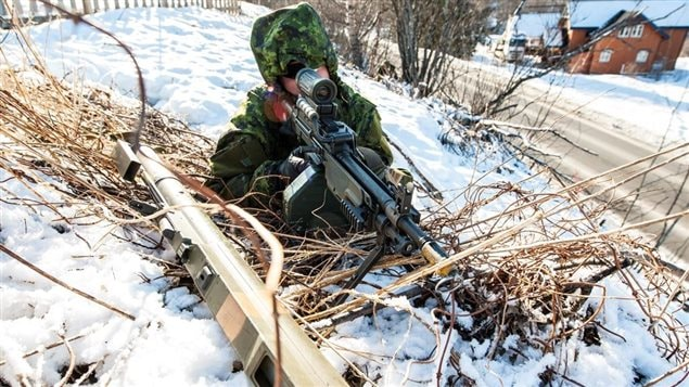 Pte Guillaume Couture, C Company 3 R22eR, maintains a defensive position during Exercise COLD RESPONSE 2014 near Sjøvegan, Norway on March 18, 2014.