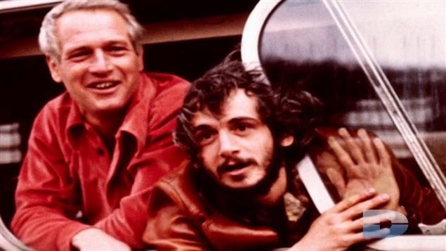 Yvon Barrette, à droite, en compagnie de Paul Newman, dans cette photographie tirée du documentaire «Du hockey propre : la petite histoire d'un film culte».