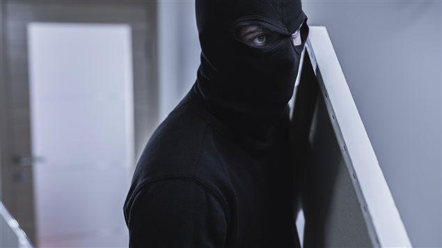 Un voleur cagoulé