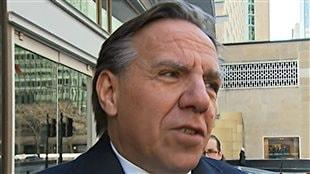 François Legault, chef de la Coalition avenir Québec au sortir d'une rencontre avec Alain Bellemare de chez Bombardier