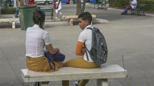 Une trentaine de places de villes de Cuba sont maintenant équipée d'Internet sans fil. Sur la photo,  la place José Marti de Cienfuegos.