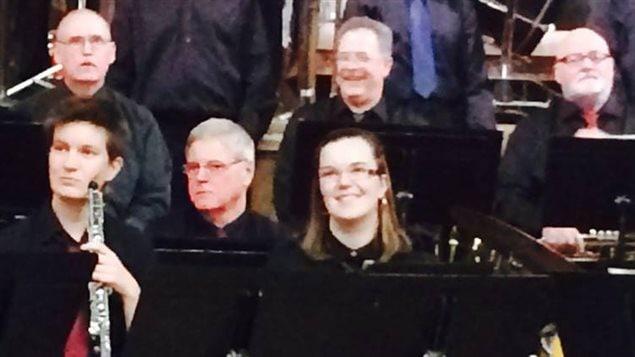 Kailey Baum joue la flûte traversière avec le Saskatoon Concert Band.