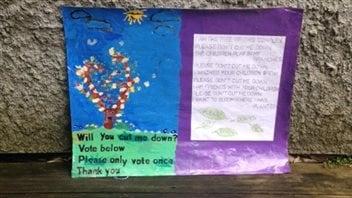 Lola est ses amies ont fabriqué cette affiche pour leur campagne.
