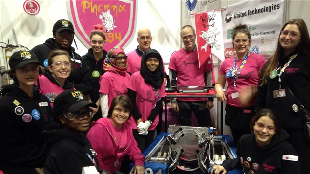 L'équipe de l'école Marguerite-De Lajemmerais à Montréal participe à la 'guerre des robots' à l'Université Ryerson