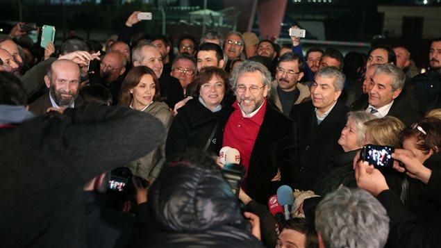 Can Dundar, le rédacteur en chef du journal Cumhuriyet, a été libéré de prison le 26 février 2016 après trois mois de détention.