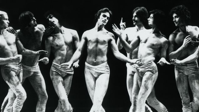 Le danseur Vincent Warren dans Cérémonie.