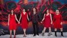 Poser en robe rouge pour les femmes autochtones disparues ou assassinées