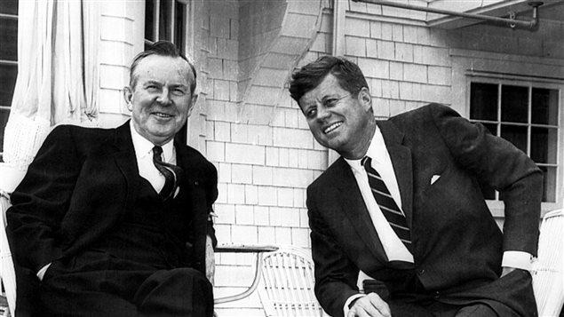 ليستر بي بيرسون عن يمين الرئيس جون كينيدي 1963
