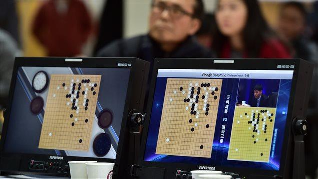 Des milliers de Coréens ont suivi la retransmission en direct du match historique de jeu de go entre le champion Lee Sedol et le programme AlphaGO.