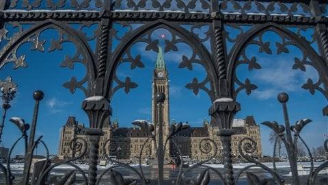 Le matin du 22 octobre 2014 à Ottawa, une fusillade débute au Monument commémoratif de guerre pour se terminer au Parlement du Canada. Elle a fait deux morts : le caporal Nathan Cirillo et le suspect, identifié sous le nom de Michael Zehaf-Bibeau.