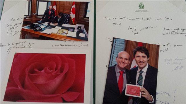 Dans une photo publiée le 12 février 2016 sur la page Facebook de Degas Sikorski, on voit deux photos de Justin Trudeau et Randy Boissonault posant ensemble, ainsi que des messages d'appui d'autres députés fédéraux.